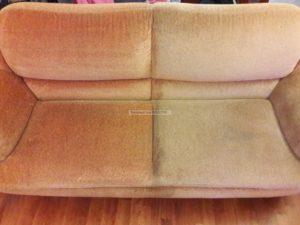 диван очищенный на половину фотогрфия