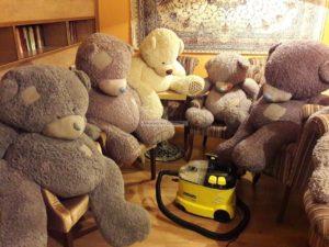 Чистка мягких игрушек (медведей) кафе МойКофе фото