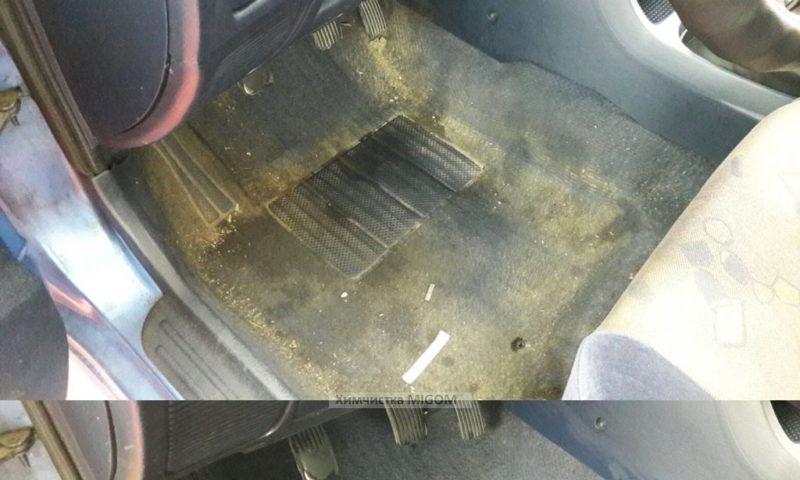 Очистка пола автомобиля от грязи и песка фото