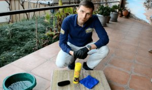 Химчистка дивана универсальным пенным очистителем